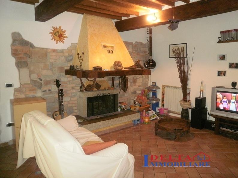 Casa semindipendente a Castellina Marittima (1/5)